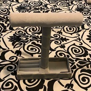 Accessories - Jewelry Stand in Gray Polka Dot Pattern